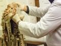 In magazzino si procede alla lavorazione del pesce fresco di San Benedetto del Tronto